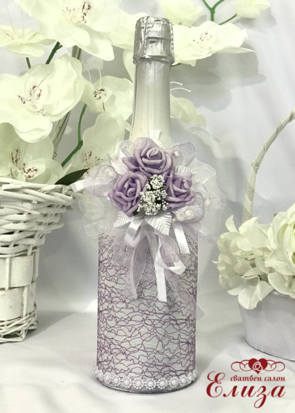Украсено сватбено шампанско в лилаво 32